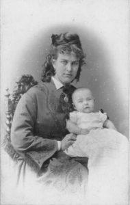 Ida Boy-Ed, deutsche Schriftstellerin. Fotografie um 1873. Gemeinfrei